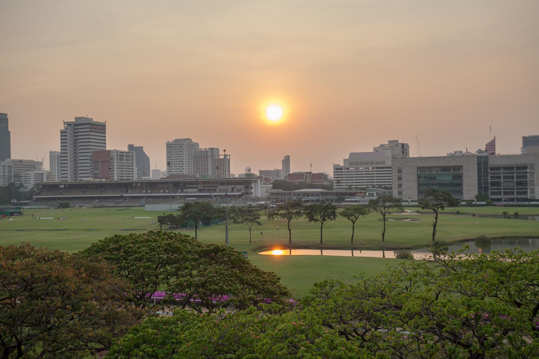 Reppureissu Thaimaan auringon alle alkaa viimein